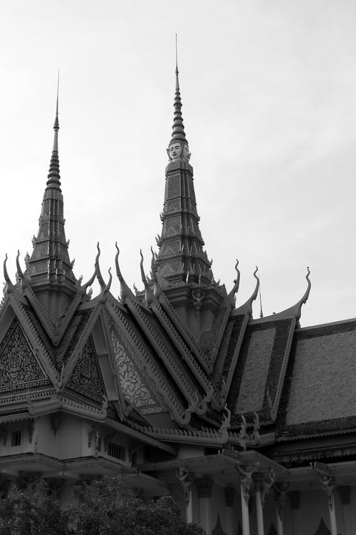 Black_and_white_silver_pagoda_by_gypsyskyphotography-d5c7y7e