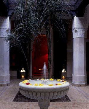 Riad_fountain_courtyard_2_closeup_2